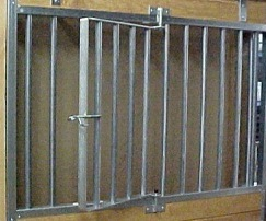 Aluminum stall door with swingout grill section
